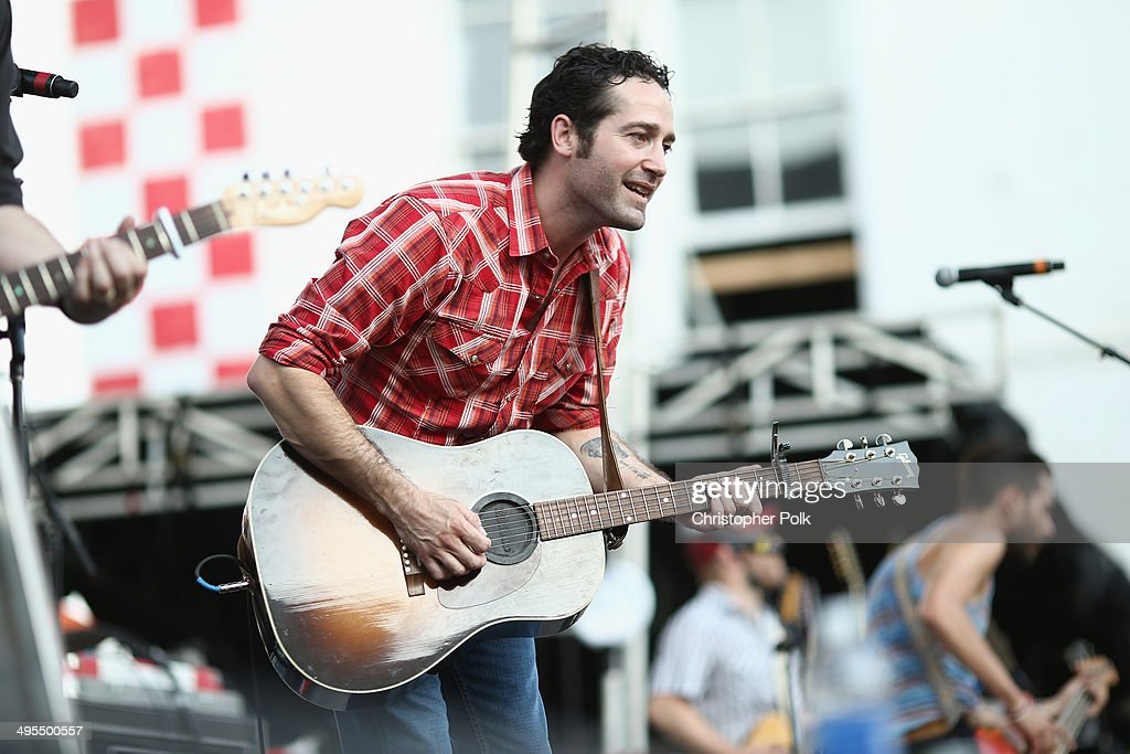 Josh Thompson performs during Rodney Atkins 4th Annual Music City Gives Back on June 3, 2014 in Nashville, Tennessee.