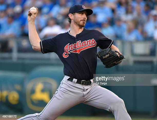 Josh Tomlin of the Cleveland Indians throws in the first inning against the Kansas City Royals at Kauffman Stadium on September 26 2015 in Kansas...