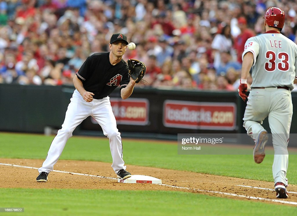 Josh Wilson #10 of the Arizona Diamondbacks catches a throw while covering first base as <a gi-track='captionPersonalityLinkClicked' href=/galleries/search?phrase=Cliff+Lee&family=editorial&specificpeople=218092 ng-click='$event.stopPropagation()'>Cliff Lee</a> #33 of the Philadelphia Phillies runs up the first base line at Chase Field on May 11, 2013 in Phoenix, Arizona.