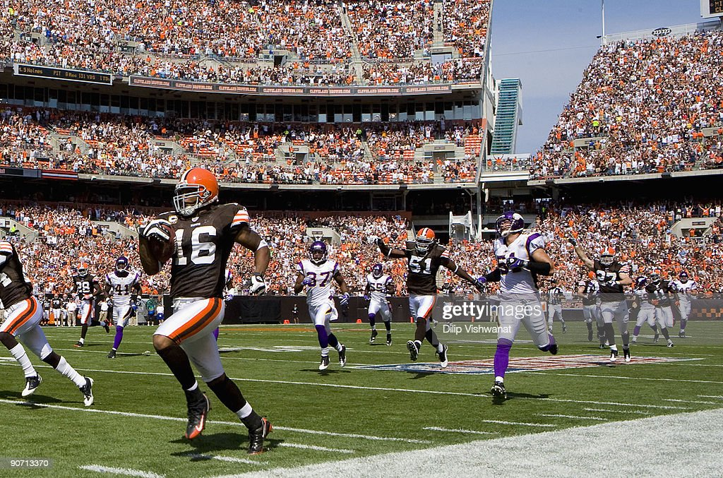 Joshua Cribbs of the Cleveland Browns returns a kick off for a touchdown against the Minnesota Vikings on September 13 2009 at Cleveland Browns...