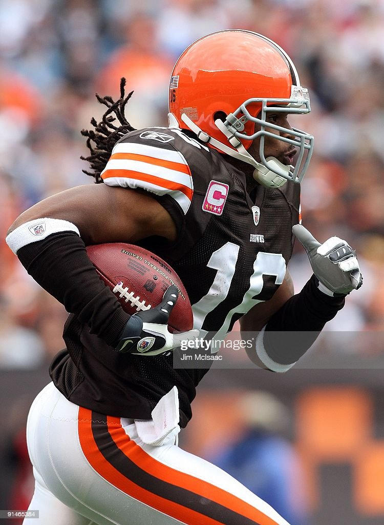 Joshua Cribbs of the Cleveland Browns runs the ball against the Cincinnati Bengals during their game at Cleveland Browns Stadium on October 4 2009 in...