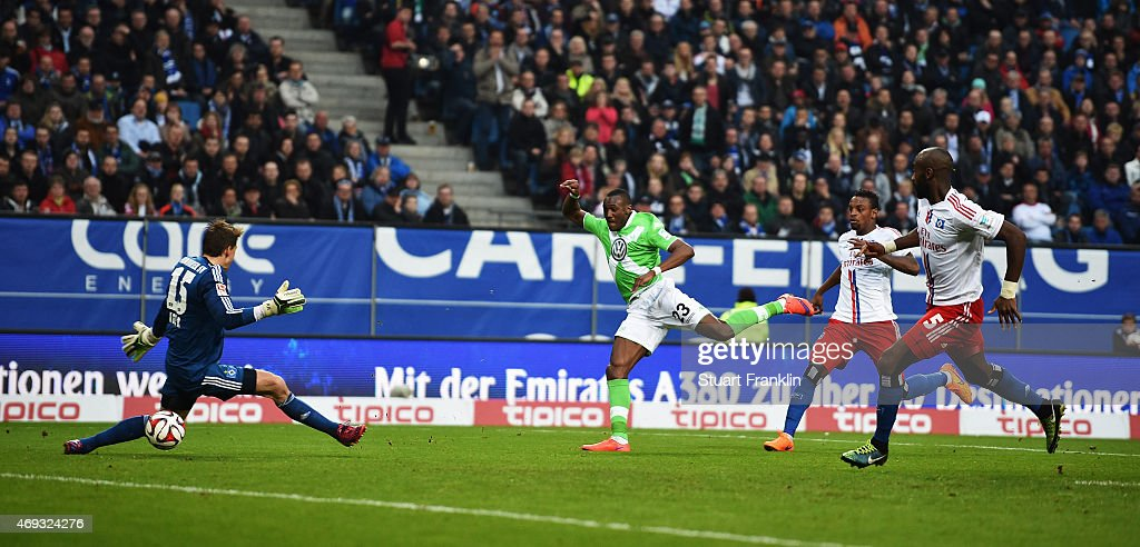 Joshua Guilavogui of Wolfsburg scores the fisrt goal during the Bundesliga match between Hamburger SV and VfL Wolfsburg at Imtech Arena on April 11, 2015 in Hamburg, Germany.