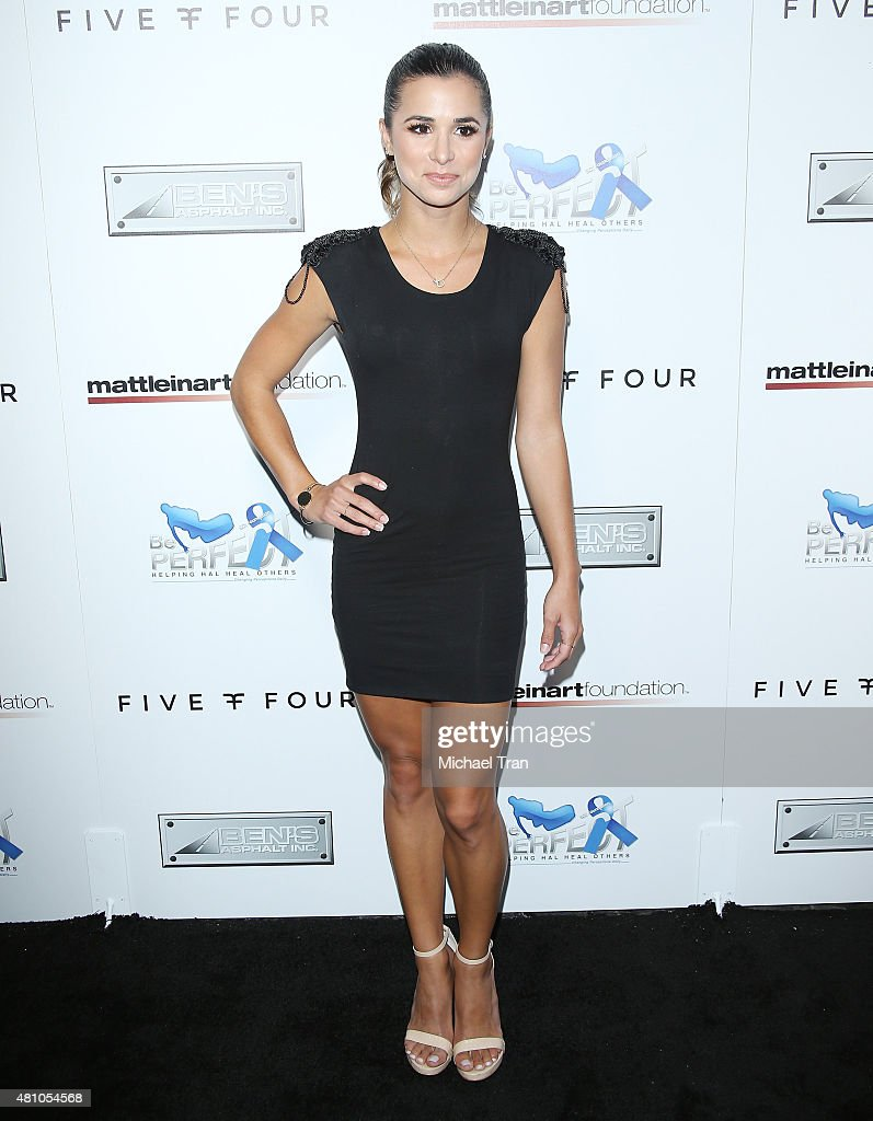 <a gi-track='captionPersonalityLinkClicked' href=/galleries/search?phrase=Josie+Loren&family=editorial&specificpeople=6123503 ng-click='$event.stopPropagation()'>Josie Loren</a> arrives at Matt Leinart Foundation's 9th Annual Celebrity Bowl for Charity held at Lucky Strike Bowling Alley on July 16, 2015 in Hollywood, California.