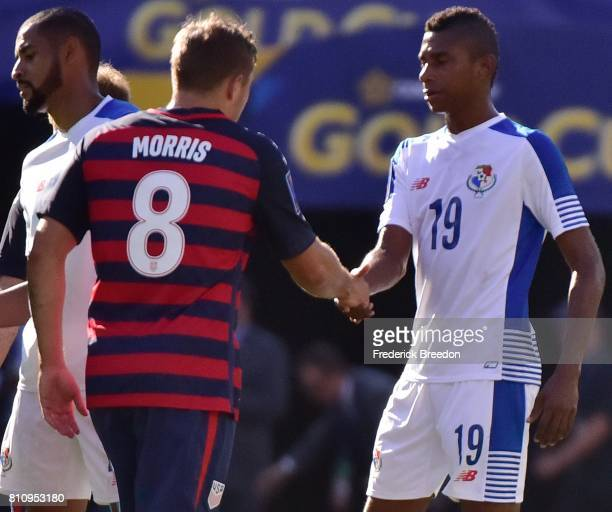 Josiel Nunez of Panama shakes hands with Jordan Morris of USA after a tie in a CONCACAF Gold Cup Soccer match at Nissan Stadium on July 8 2017 in...