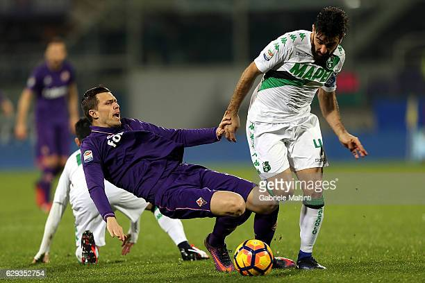 Josip Ilicic of ACF Fiorentina battles for the ball with Francesco Magnanelli of US Sassuolo during the Serie A match between ACF Fiorentina and US...