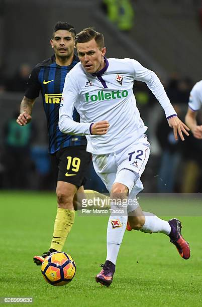 Josip Ilicic of ACF Fiorentina in action during the Serie A match between FC Internazionale and ACF Fiorentina at Stadio Giuseppe Meazza on November...