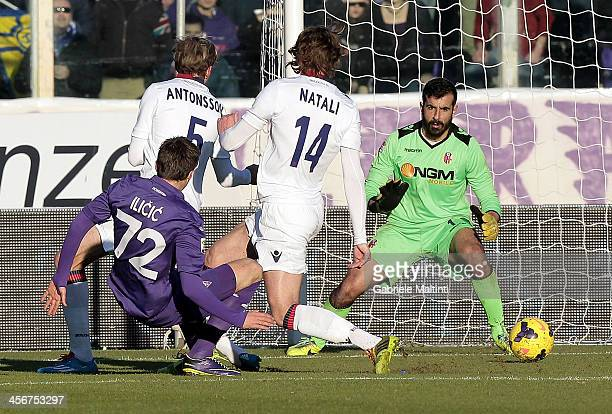 Josip Ilicic of ACF Fiorentina scores the opening goal during the Serie A match between ACF Fiorentina and Bologna FC at Stadio Artemio Franchi on...