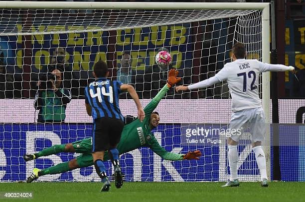 Josip Ilicic of Fiorentina scores the opening goal during the Serie A match between FC Internazionale Milano and ACF Fiorentina at Stadio Giuseppe...