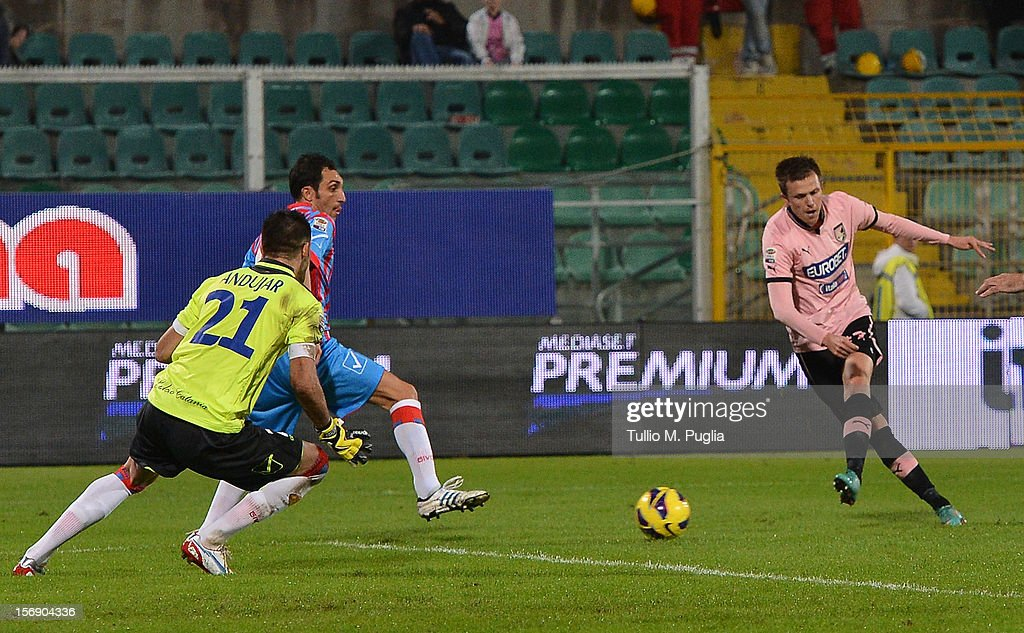 Josip Ilicic (R) of Palermo scores his team's third goal during the Serie A match between US Citta di Palermo and Calcio Catania at Stadio Renzo Barbera on November 24, 2012 in Palermo, Italy.