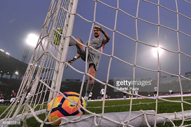 Josip Posavec goalkeeper of Palermo shows his dejection during the Serie A match between Bologna FC and US Citta di Palermo at Stadio Renato Dall'Ara...