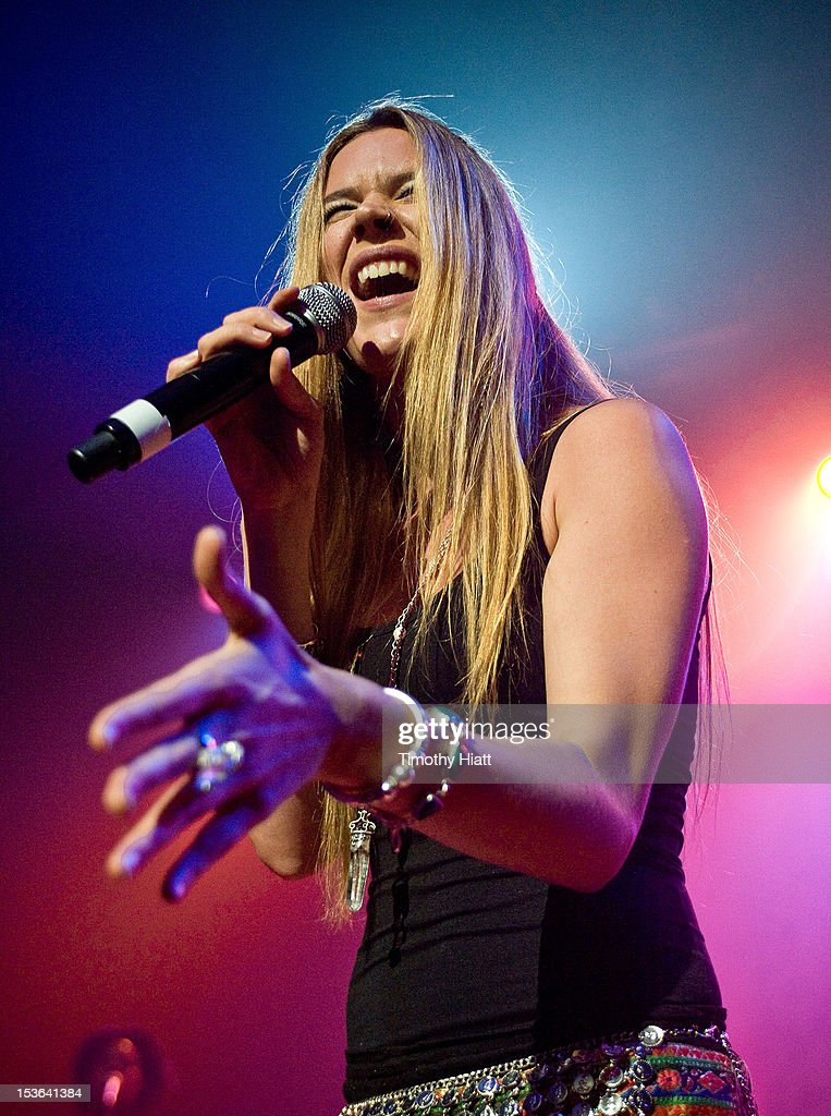 Joss Stone performs at The Vic Theater on October 7, 2012 in Chicago, Illinois.