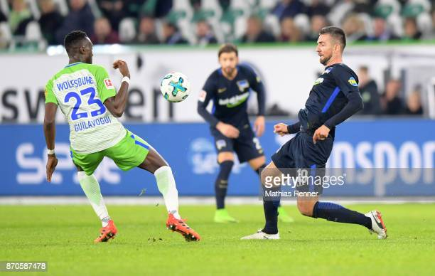 Josuha Guilavogui of VfL Wolfsburg and Vedad Ibisevic of Hertha BSC during the game between VfL Wolfsburg and Hertha BSC on november 5 2017 in...