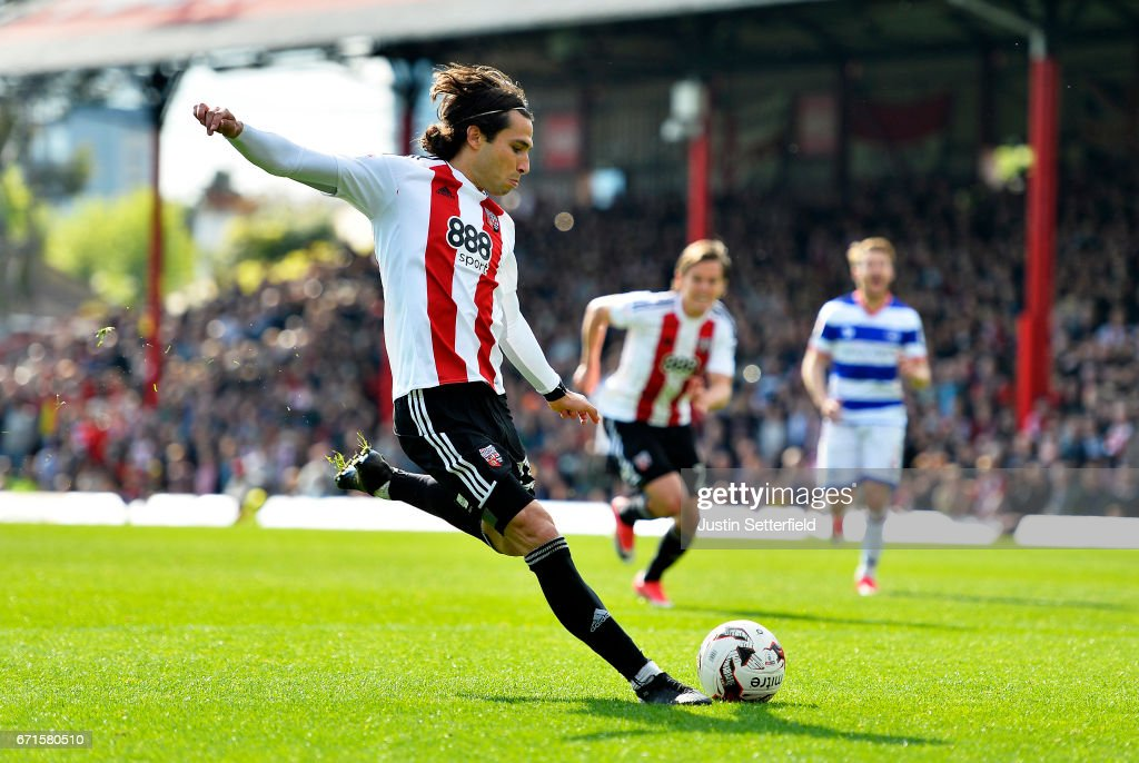 Jota of Brentford scores the second Brentford goal during the Sky Bet Championship match between Brentford and QPR at Griffin Park on April 22, 2017 in Brentford, England.