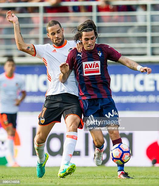 Jota Peleteiro of SD Eibar duels for the ball with Mario Suarez of Valencia CF during the La Liga match between SD Eibar and Valencia CF at Ipurua...