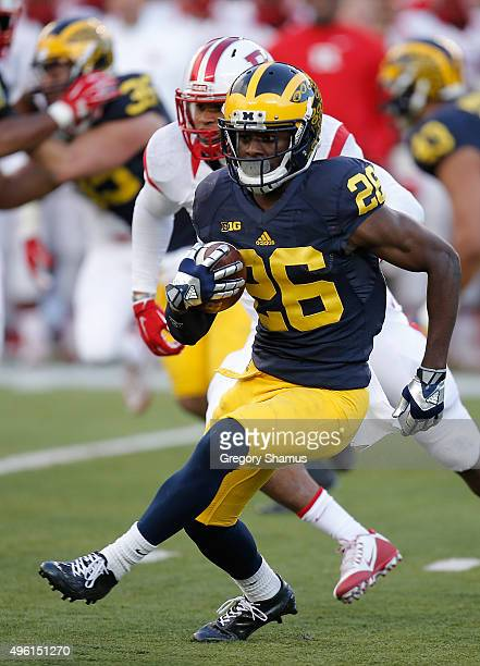 Jourdan Lewis of the Michigan Wolverines returns a first quarter punt while playing the Rutgers Scarlet Knights on November 7 2015 at Michigan...