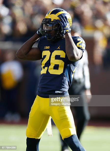 Jourdan Lewis of the Michigan Wolverines waits for the snap of the ball while playing the Illinois Fighting Illini on October 22 2016 at Michigan...