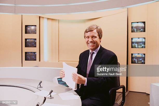 Journalist and presenter Bruno Masure on the set of the evening news bulletin at 20h for Antenne 2