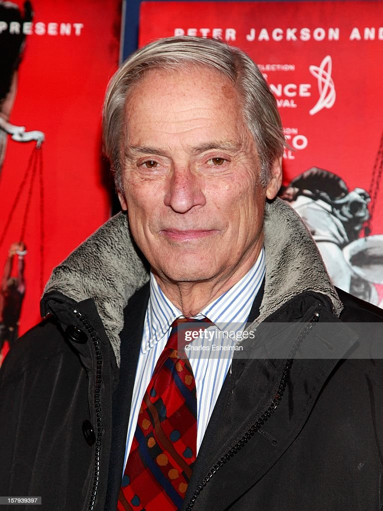 Journalist <a gi-track='captionPersonalityLinkClicked' href=/galleries/search?phrase=Bob+Simon&family=editorial&specificpeople=1364961 ng-click='$event.stopPropagation()'>Bob Simon</a> attends the 'West Of Memphis' premiere at Florence Gould Hall on December 7, 2012 in New York City.