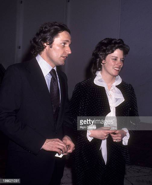 Journalist Bob Woodward and wife Kathleen Woodward attend the premiere of 'All The President's Men' on April 4 1976 in Washington DC