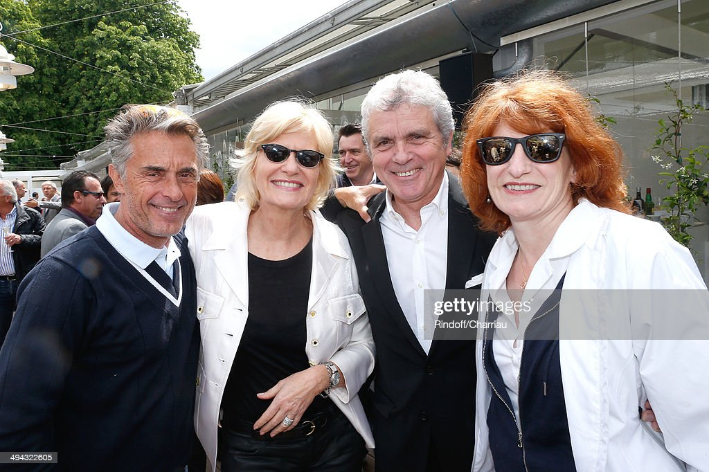 Journalist Claude Serillon and his wife Catherine Ceylac standing between journalist Gerard Holtz and his wife General administrator of Comedie Francaise Muriel Mayette attend the Roland Garros French Tennis Open 2014 - Day 5 on May 29, 2014 in Paris, France.