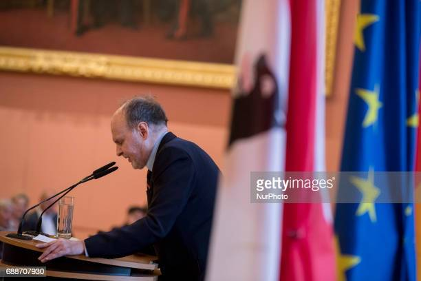 Journalist Dietrich Hahn speaks during the OttoHahn Peace Medal awarding ceremony at the town hall in Berlin Germany on May 25 2017 Melinda Gates is...