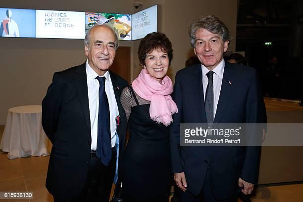Journalist JeanPierre Elkabbach his wife Nicole Avril and politician Thierry Breton attend the 'Icones de l'Art Moderne La Collection Chtchoukine'...
