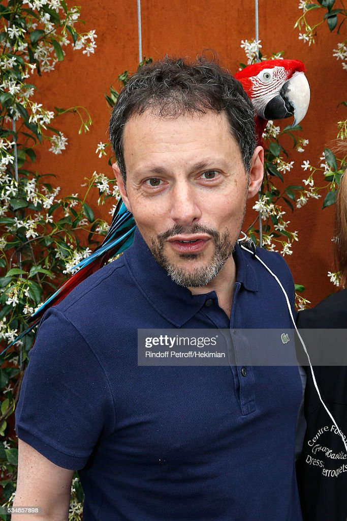 Journalist <a gi-track='captionPersonalityLinkClicked' href=/galleries/search?phrase=Marc-Olivier+Fogiel&family=editorial&specificpeople=573682 ng-click='$event.stopPropagation()'>Marc-Olivier Fogiel</a> poses with parrot Arthur during Day Seven of the 2016 French Tennis Open at Roland Garros on May 28, 2016 in Paris, France.