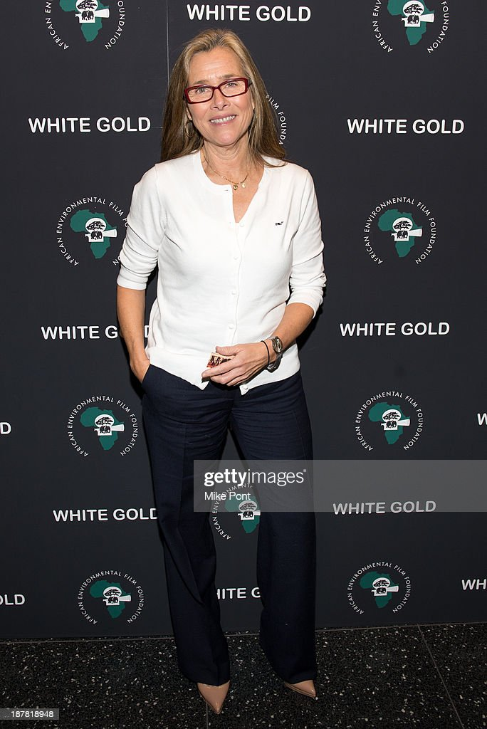 Journalist <a gi-track='captionPersonalityLinkClicked' href=/galleries/search?phrase=Meredith+Vieira&family=editorial&specificpeople=217718 ng-click='$event.stopPropagation()'>Meredith Vieira</a> attends a special screening of 'White Gold' at the Museum of Modern Art on November 12, 2013 in New York City.