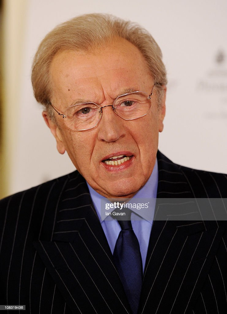 Journalist Sir David Frost attends the South Bank Sky Arts Awards at The Dorchester on January - journalist-sir-david-frost-attends-the-south-bank-sky-arts-awards-at-picture-id108319436