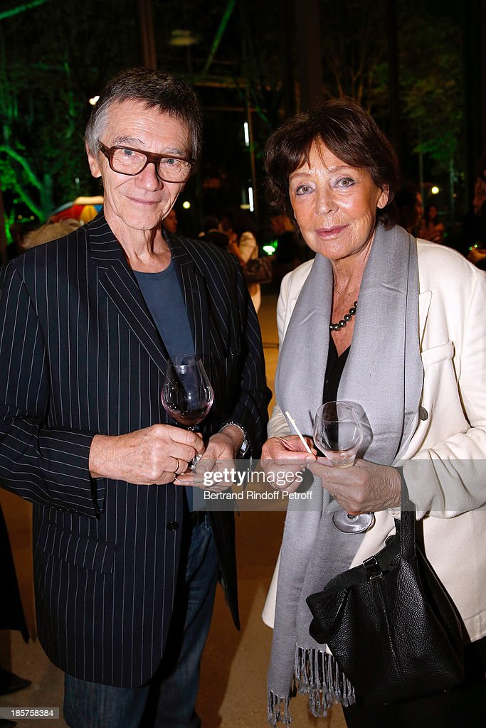 Journalist Stephane Paoli and Miss Jacques Toubon attend the 'Ron Mueck' Exhibition : Closing Night at 'Fondation Cartier pour L'Art Contemporain' on October 24, 2013 in Paris, France.