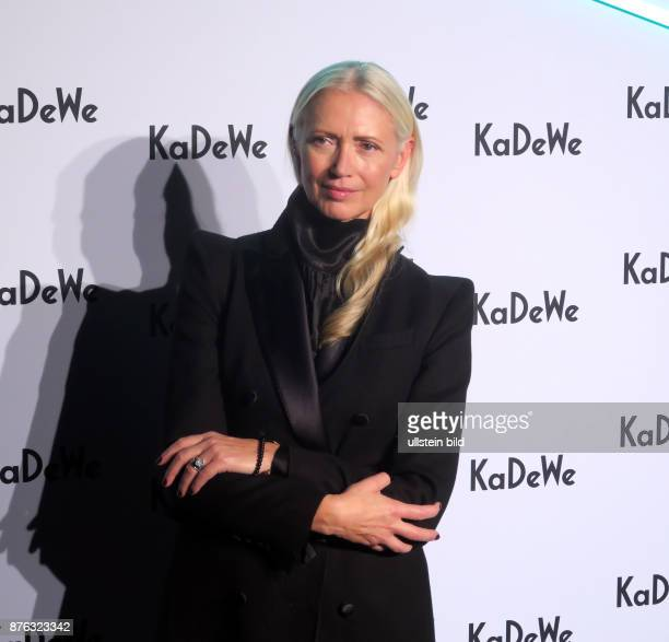 Journalistin Christiane Arp aufgenommen im KadeWe in Berlin Schöneberg Eine Umbauphase ist beendet und wurde mit On a Journey to a whole new KaDeWe...