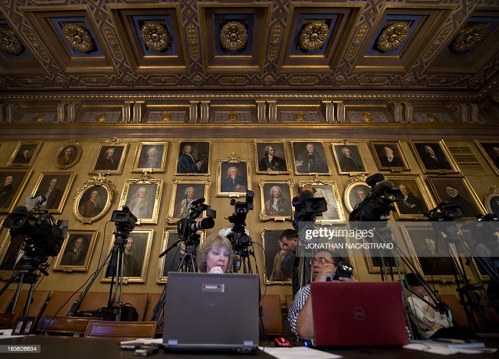 Journalists wait for a press conference to announce the laureates of the 2013 Nobel Prize in Physics on October 8, 2013 at the Nobel Assembly at the Royal Swedish Academy of Sciences in Stockholm.
