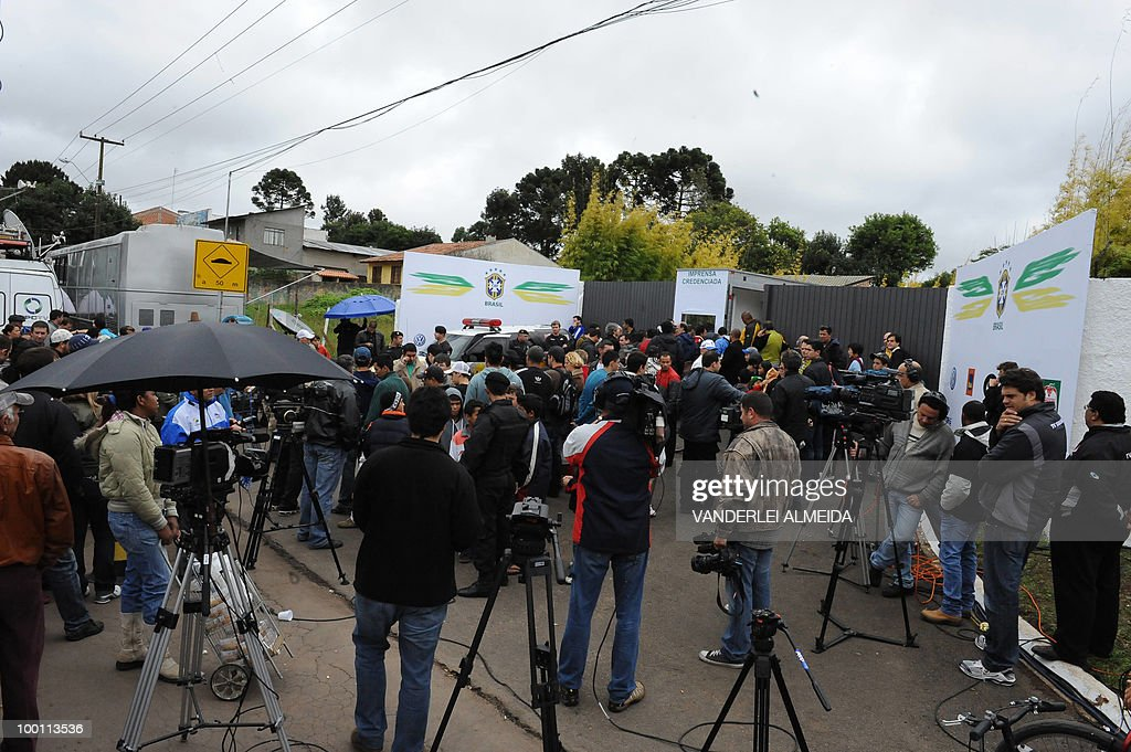 Journalists wait in front of the training center where the Brazilian football team gets prepared for the FIFA World Cup South Africa-2010, in Curitiva on May 21, 2010.