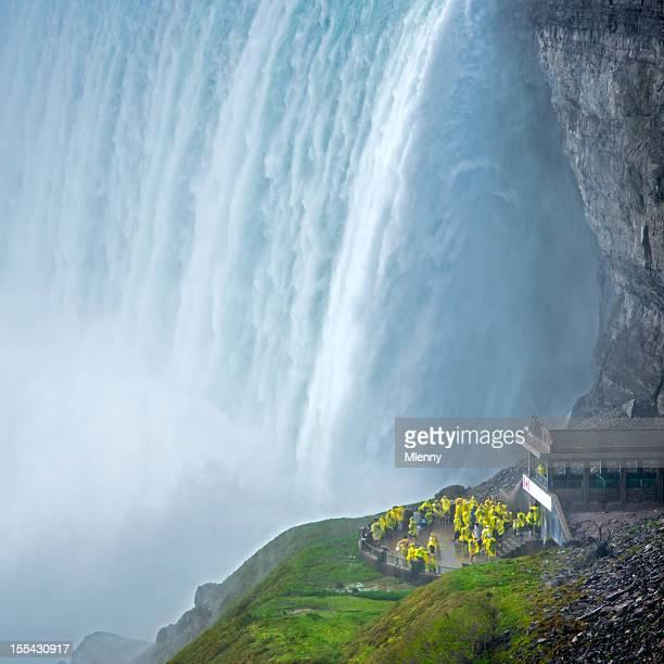 ナイアガラの滝の裏冒険ツアーカナダ