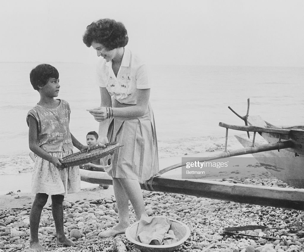 Joyce Dorshow a 22yearold Peace Corps' teacher's aid from Maryland speaks with a Filipino girl who is collecting shells on a beach in Zamboanga...