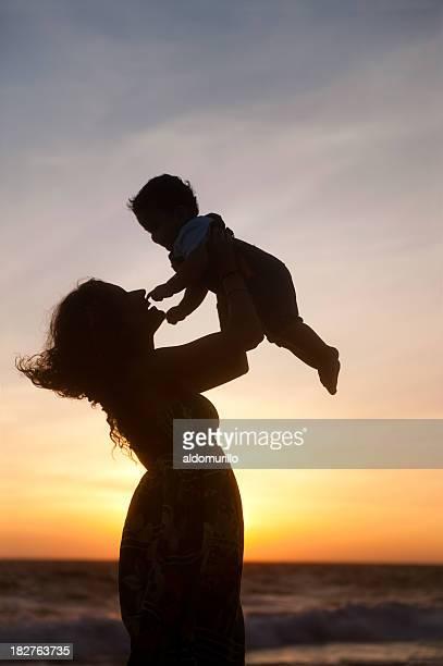 Fröhlich Mutter und Sohn