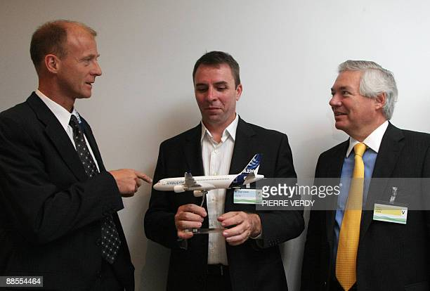 Jozsef Varadi head of Hungarian lowcost carrier Wizz Air Airbus CEO Tom Enders as Airbus commercial director John Leahy pose on June 18 2009 at the...
