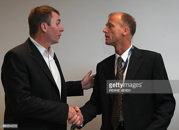Jozsef Varadi head of Hungarian lowcost carrier Wizz Air shakes hands with Airbus CEO Tom Enders on June 18 2009 at the 48th International Paris Air...