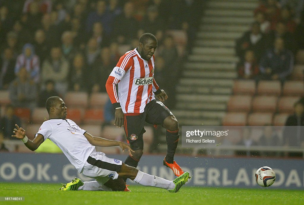 <a gi-track='captionPersonalityLinkClicked' href=/galleries/search?phrase=Jozy+Altidore&family=editorial&specificpeople=4234131 ng-click='$event.stopPropagation()'>Jozy Altidore</a> of Sunderland & <a gi-track='captionPersonalityLinkClicked' href=/galleries/search?phrase=Gabriel+Zakuani&family=editorial&specificpeople=639100 ng-click='$event.stopPropagation()'>Gabriel Zakuani</a> of Peterborough challenge during the Capital One Cup third round match between Sunderland and Peterborough United at Stadium of Light on September 24, 2013 in Sunderland, England.