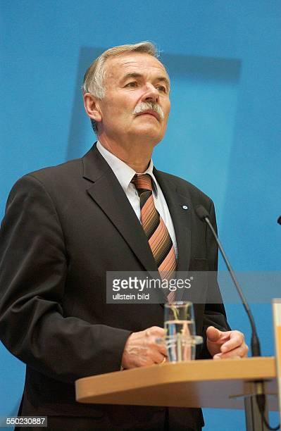 Jürgen Seidel während einer Pressekonferenz anlässlich der Landtagswahlen in Berlin und MecklenburgVorpommern im Berliner KonradAdenauerHaus