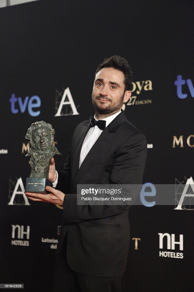 <a gi-track='captionPersonalityLinkClicked' href=/galleries/search?phrase=Juan+Antonio+Bayona&family=editorial&specificpeople=4535089 ng-click='$event.stopPropagation()'>Juan Antonio Bayona</a> holds his award for Best Film Director in the film 'Lo Imposible' during the 2013 edition of the 'Goya Cinema Awards' ceremony at Centro de Congresos Principe Felipe on February 17, 2013 in Madrid, Spain.