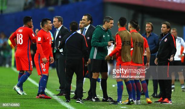 Juan Antonio Pizzi of Chile speaks to his players during the FIFA Confederations Cup Russia 2017 Final between Chile and Germany at Saint Petersburg...