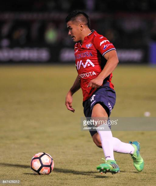 Juan Aponte of Wilstermann drives the ball during a first leg match between Wilstermann and River Plate as part the quarter finals of Copa CONMEBOL...
