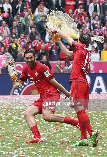 Juan Bernat and Claudio Pizarro of Bayern Muenchen celebrate winning the German Championship after the Bundesliga match FC Bayern Muenchen and 1 FSV...