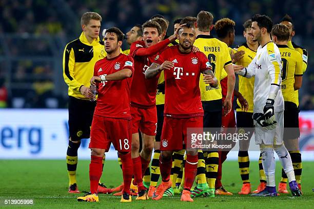 Juan Bernat Thomas Mueller and Arturo Vidal of Bayern celebrate after the Bundesliga match between Borussia Dortmund and FC Bayern Muenchen at Signal...