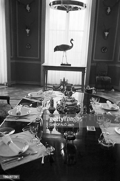 Juan Carlos De Bourbon Returns Of Exile Espagne Madrid février 1955 Le jeune JUAN CARLOS rentre du Portugal où il était en exil pour poursuivre à...