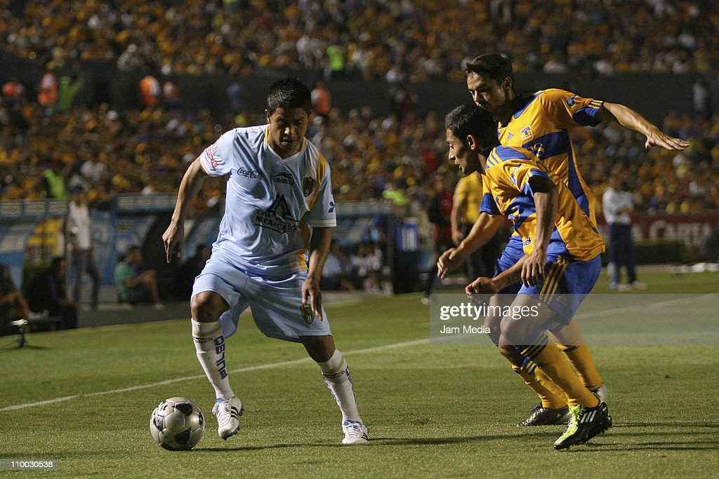 Juan Carlos Medina (L) of San Luis struggles for the ball with David Toledo and Anselmo Vendrechovski (R) of Tigres during a match as part of the Clausura 2011 Tournament in the Mexican Football League at Universitary Stadium on March 12, 2011 in Monterrey, Mexico.