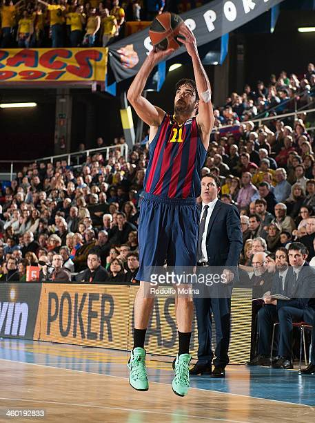 Juan Carlos Navarro #11 of FC Barcelona in action during the 20132014 Turkish Airlines Euroleague Top 16 Date 1 game between FC Barcelona Regal v...