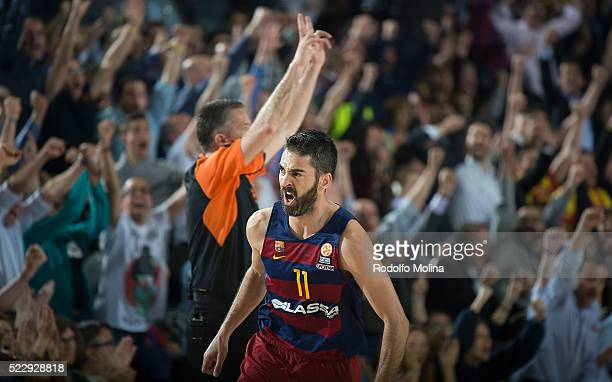 Juan Carlos Navarro #11 of FC Barcelona Lassa celebrtates during the 20152016 Turkish Airlines Euroleague Basketball Playoffs Game 4 between FC...