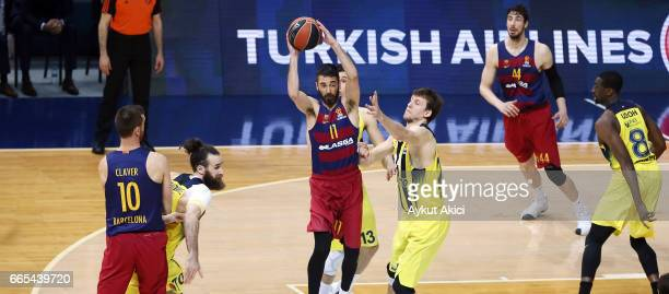 Juan Carlos Navarro #11 of FC Barcelona Lassa in action during the 2016/2017 Turkish Airlines EuroLeague Regular Season Round 30 game between...
